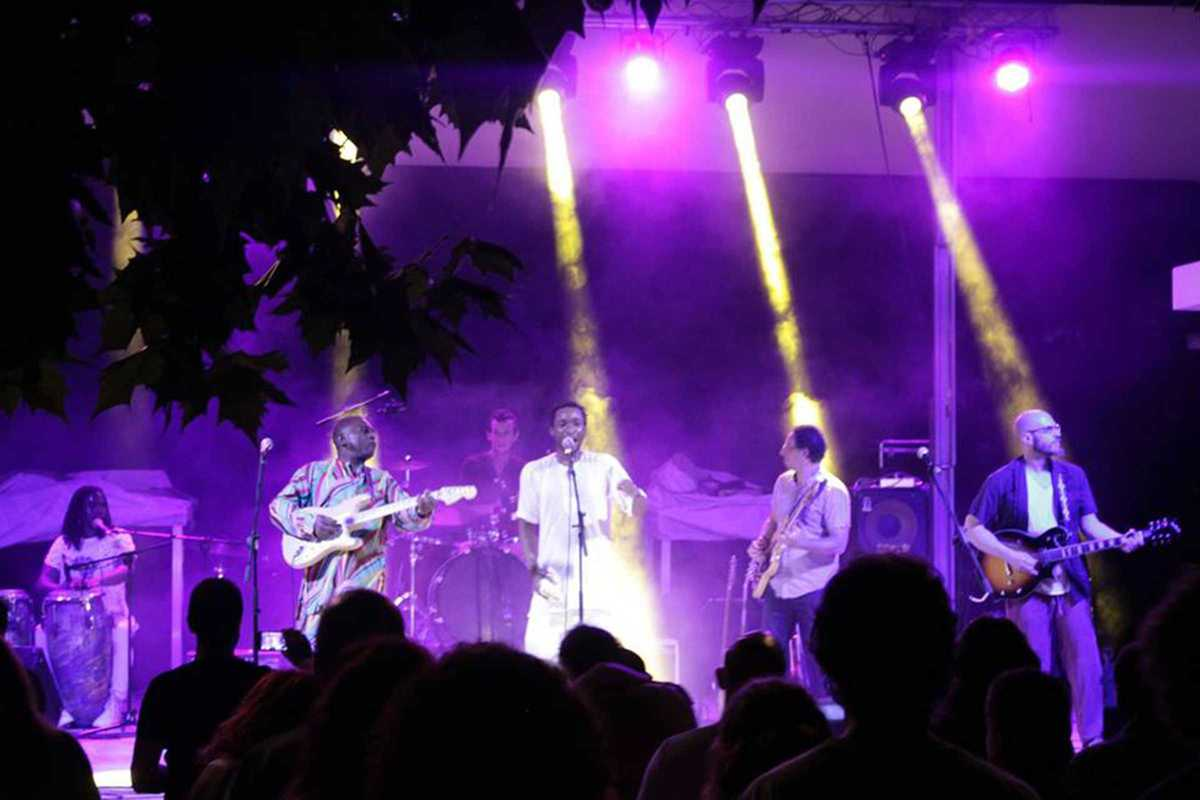 afrikemet band playing live