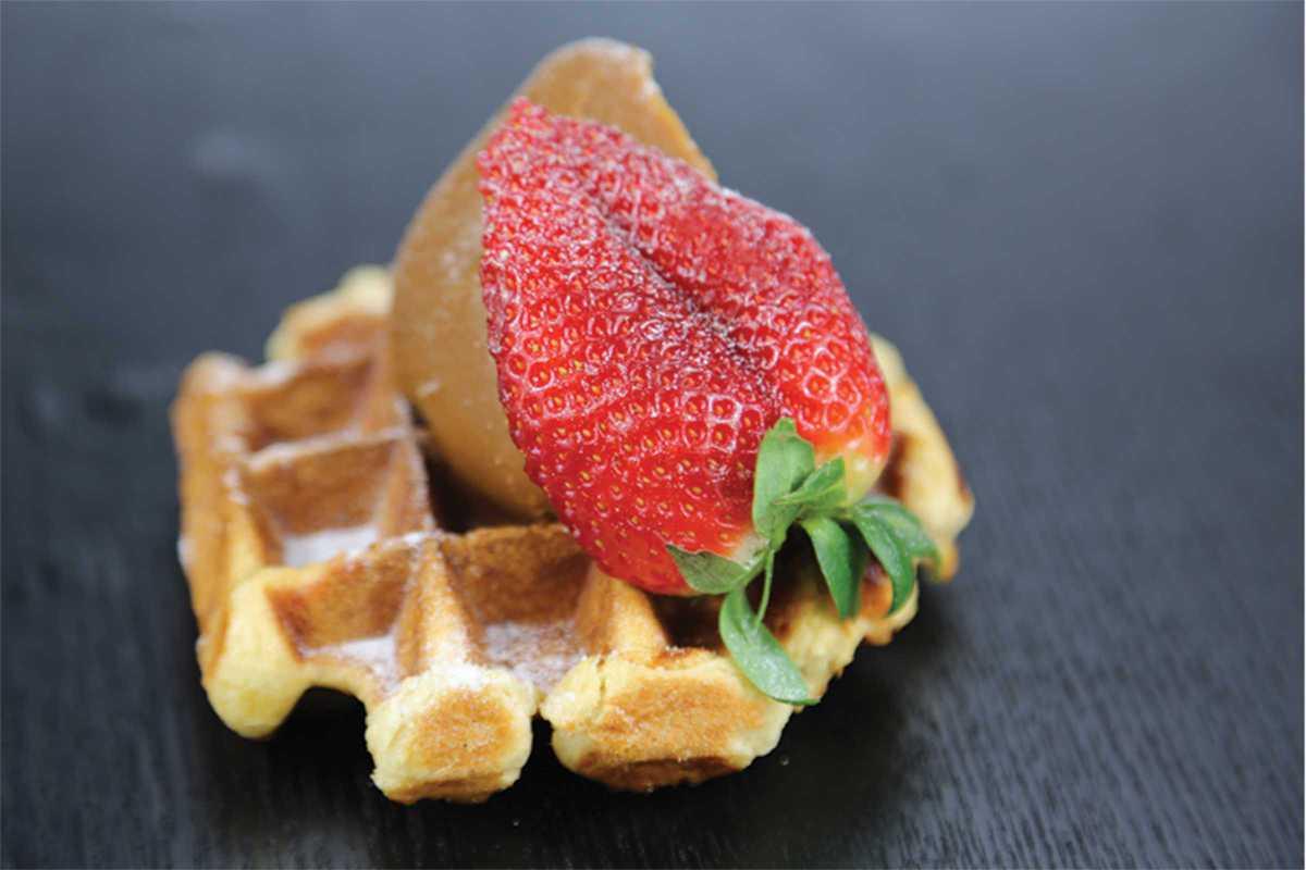 arlequino waffle strawberry