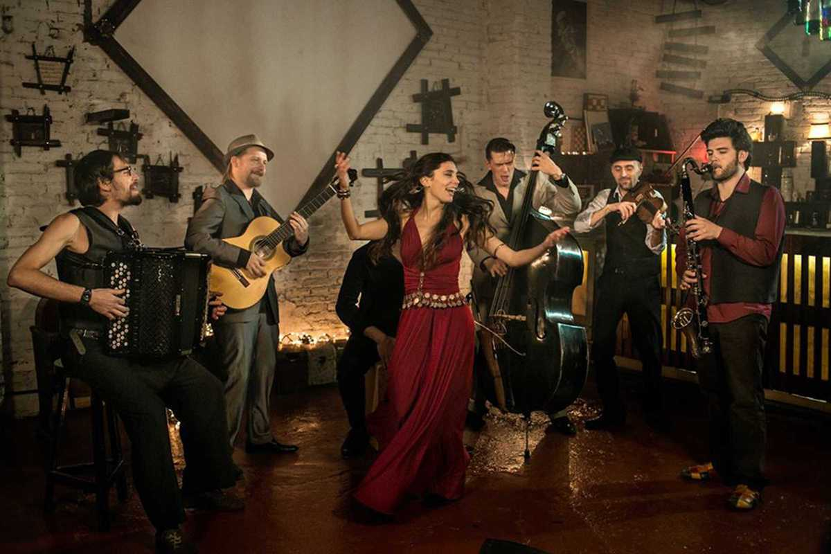 Barcelona Gipsy Klezmer Orchestra Barcelona-gipsy-balkan-orchestra@2x