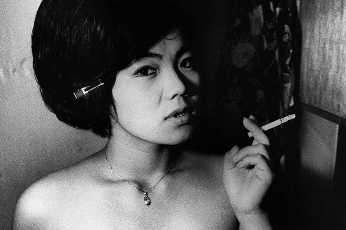 daido moriyama woman smoking