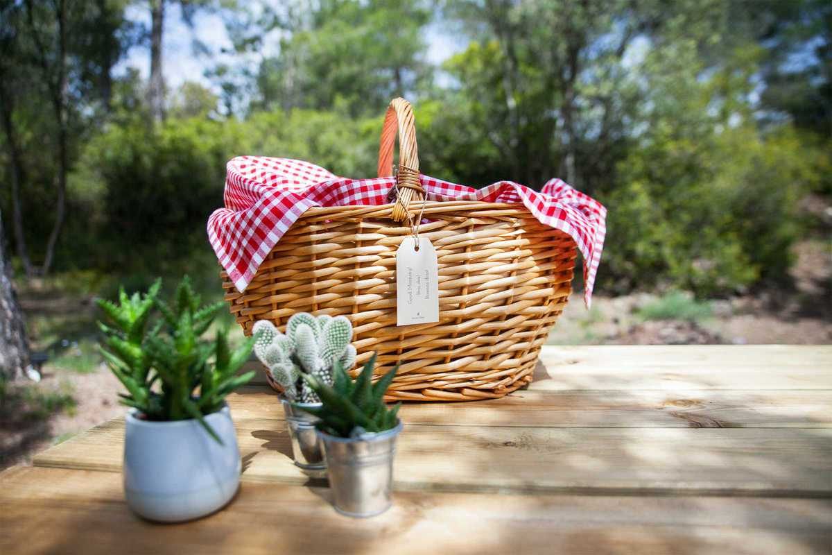 forest-days-glamping-breakfast-basket