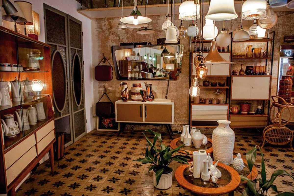 fustam vintage shop interior