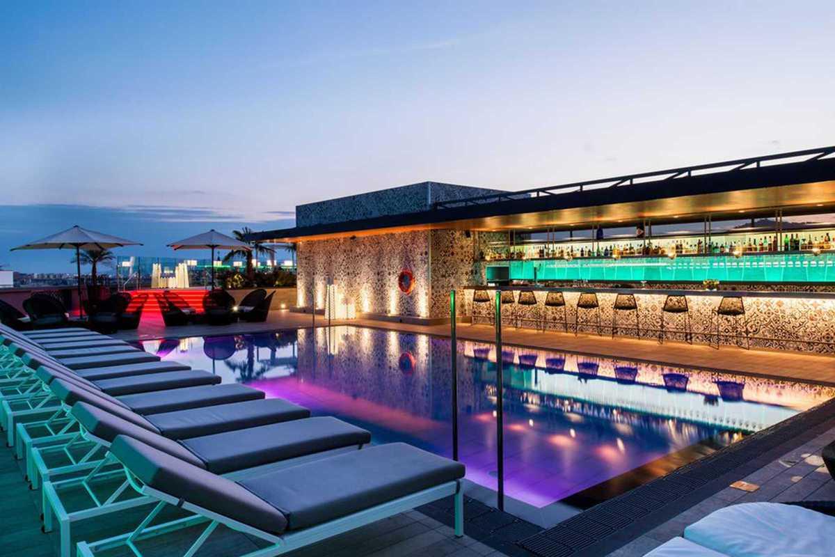 Reckon hotel rooftop party barcelona miniguide for Hotel catalonia barcelona