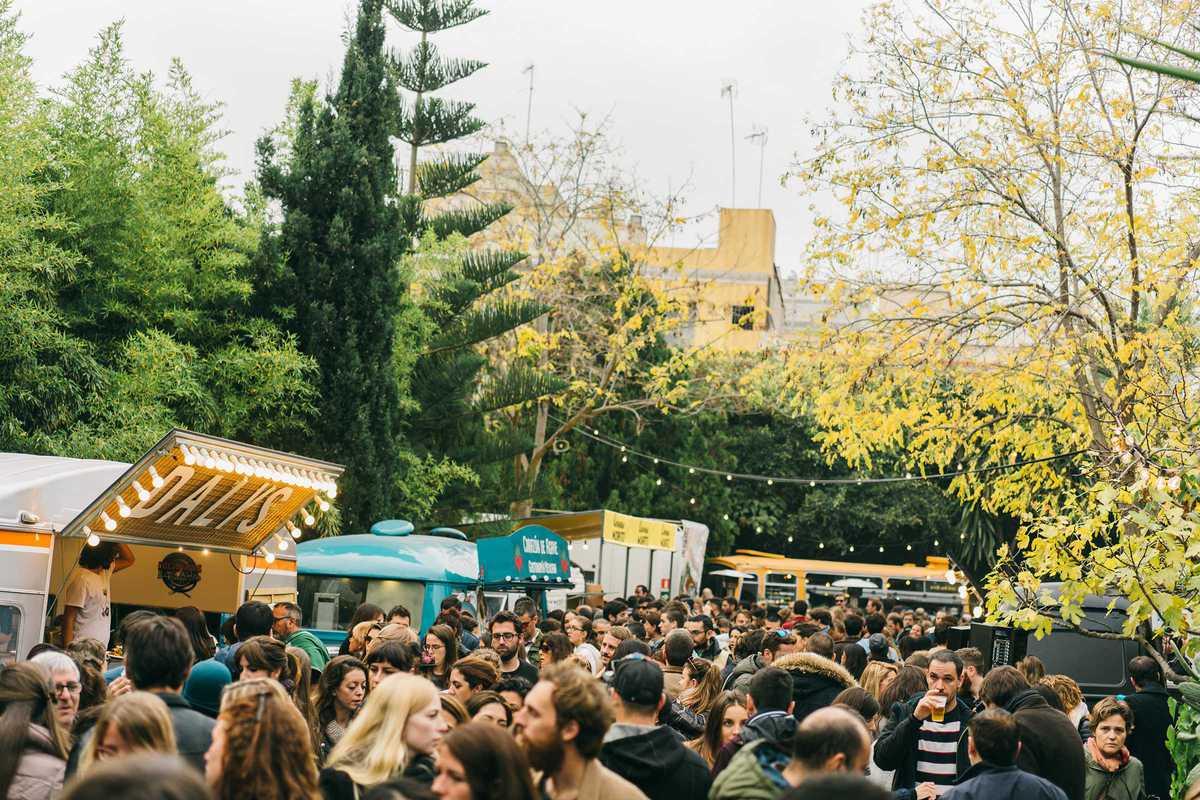 palo market fest crowd food trucks