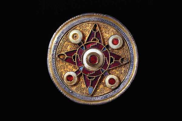 wingham disc brooch