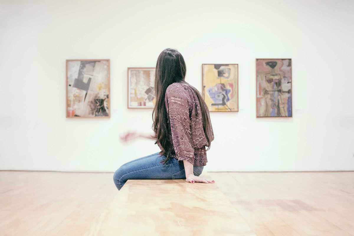 woman museum paintings